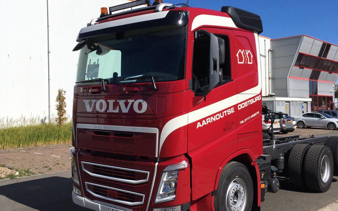 Binnenkort geleverd: Volvo FH4 500 met autolaadkraan